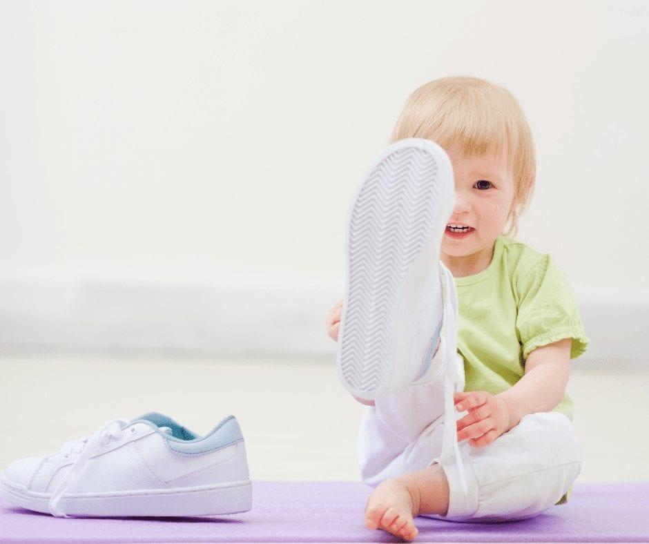 ¿Zapatos con velcro o cordones? Cuál es el mejor para los niños post thumbnail
